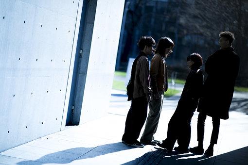 RAMMELLS(らめるず)<br>左から:彦坂玄(Dr)、真田徹(Gt)、黒田秋子(Vo)、村山努(Ba)<br>2015年8月結成。真田徹が自分の求める最高の音楽を実現させるために、大学時代の先輩である黒田秋子、村山努を誘い2015年8月に結成。2016年彦坂玄をドラムに迎え、ライブ活動を本格的にスタート。2017年12月アルバム『Authentic』でメジャーデビュー。