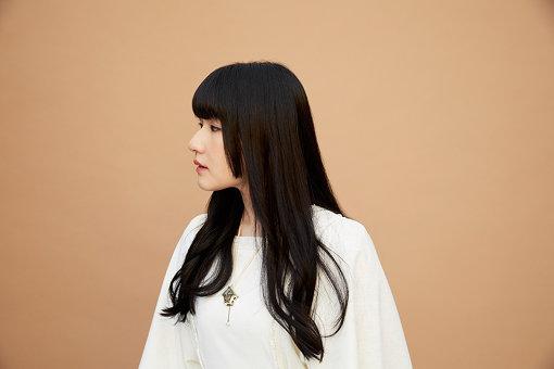 edda(えっだ)<br>1992年生まれ。福岡県出身。音楽塾ヴォイスにて軸となる音楽性を形成。音楽による表現だけに留まらず、イラストやジオラマなどを創作することで、独自の世界観を追求するアーティスト。2020年2月19日に2ndアルバム『いつかの夢のゆくところ』をリリースした。