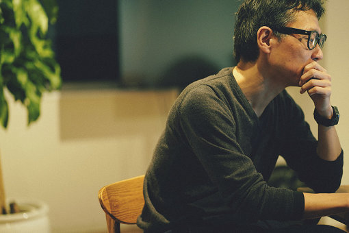 荏開津広(えがいつ ひろし)<br>執筆/DJ/京都精華大学、東京藝術大学非常勤講師、東京生まれ。東京の黎明期のクラブ、P.PICASSO、MIX、YELLOWなどでDJを、以後主にストリート・カルチャーの領域で国内外にて活動。2010年以後はキュレーション・ワークも手がける。