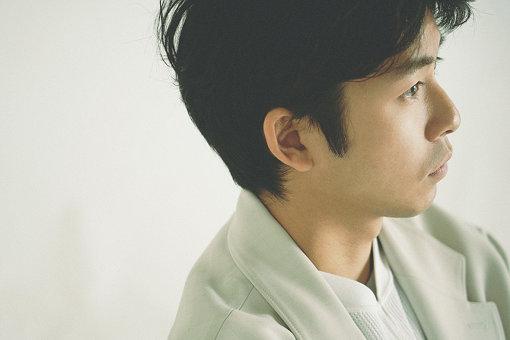 仲野太賀(なかの たいが)<br>1993年2月7日生まれ。東京都出身。2007年の『風林火山』を皮切りに、2009年には『天地人』、2011年『江~姫たちの戦国~』、2013年『八重の桜』、2019年『いだてん』と過去に4作のNHK大河ドラマに出演。このほかのドラマ出演作に『ゆとりですがなにか』(日本テレビ系)、『仰げば尊し』(TBS系)、『今日から俺は!!』(日本テレビ系)など。主な出演映画に『走れ、絶望に追いつかれない速さで』『南瓜とマヨネーズ』『タロウのバカ』など。