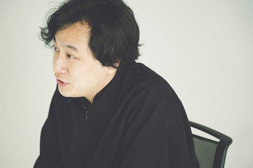 中川龍太郎(なかがわ りゅうたろう)<br>1990年神奈川県生まれ。詩人としても活動し、17歳のときに詩集「詩集 雪に至る都」(2007年)を出版。初監督作品『Calling』(2012年)が『ボストン国際映画祭』で最優秀撮影賞受賞。『東京国際映画祭』日本映画スプラッシュ部門では『愛の小さな歴史』(2014年)につづき、『走れ、絶望に追いつかれない速さで』(2015年)と2年連続の出品を最年少にして果たす。ほかに『四月の永い夢』(2018年)、『私は光をにぎっている』(2019年)など。