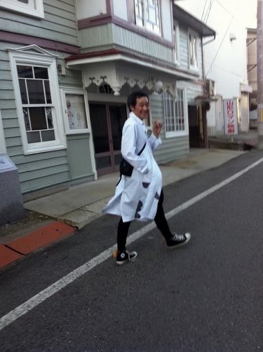 飛田正浩<br>ファッションブランド『spoken words project』主宰 手作業を活かした染やプリントを施した服作りに定評がある。他ブランドとのコラボレーションや、芸術祭など独自のアパレル観にて爆走中。