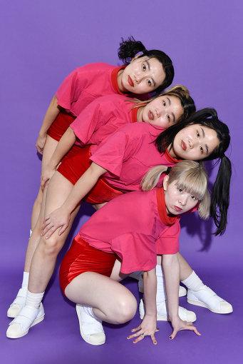 左から:ユナ、マナ、カナ、ユウキ