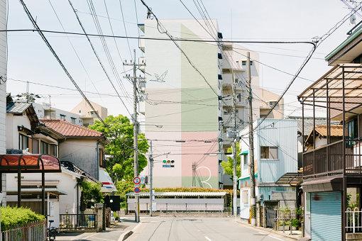 大阪、鳥飼野々二丁目団地をリデザインした「UR都市機構の色彩計画」(2017年~)Photo Yoshiro Masuda