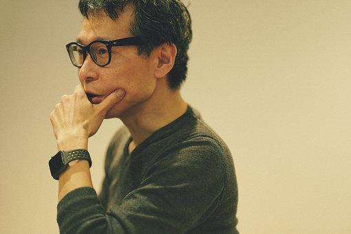 荏開津広(えがいつ ひろし)<br>執筆 / DJ / 京都精華大学、東京藝術大学非常勤講師、東京生まれ。東京の黎明期のクラブ、P.PICASSO、MIX、YELLOWなどでDJを、以後主にストリート・カルチャーの領域で国内外にて活動。2010年以後はキュレーション・ワークも手がける。