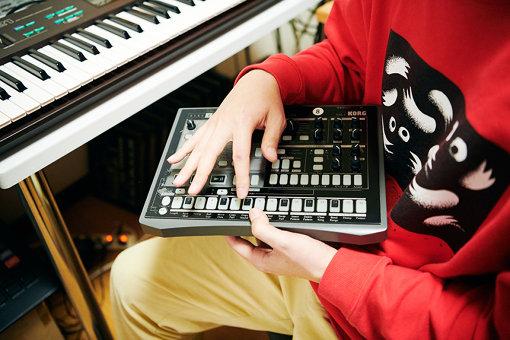 imaiの自宅スタジオには、これまでに入手した「ELECTRIBE」が20台以上保管されていた