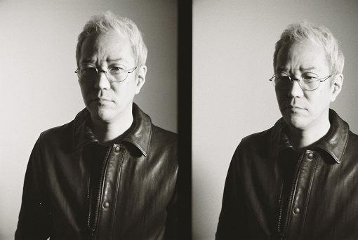 神山健治(かみやま けんじ)<br>1966年生まれ。アニメ監督、脚本家。『攻殻機動隊 S.A.C.』で監督とシリーズ構成を兼任。『精霊の守り人』(NHK-BS)でも監督とシリーズ構成を兼任。オリジナルテレビシリーズ『東のエデン』(フジテレビ)では原作も務め、『009 RE:CYBORG』においては初のフル3D劇場作品を監督した。荒牧伸志と共同監督の作品としては『ULTRAMAN』(2019年)がある。