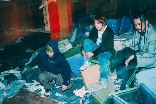 Age Factory(えいじ ふぁくとりー)<br>奈良県にて2010年に結成。清水エイスケ(Vo,Gt)、西口直人(Ba,Cho)、増子央人(Dr,Cho)からなるロックバンド。『LOVE』(2016年)、『GOLD』(2018年)に続くフルアルバム『EVERYNIGHT』を4月29日にリリースした。