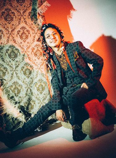 小西遼(こにし りょう)<br>作曲・編曲家。サックス、フルート、鍵盤をはじめ数多くの楽器に精通。表現集団「象眠舎」を主宰し、所属するバンド・CRCK/LCKSは2019年にアルバム『Temporary』『Temporary vol.2』をリリース。狭間美帆とのビッグバンドプロジェクト・Com⇔Positions、CharaやTENDREのサポート、millenium paradeへの参加など、多岐にわたって音楽活動を展開する。