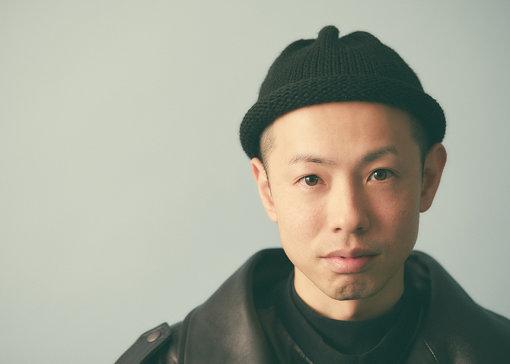 TEPPEI(てっぺい)<br>1983年生まれ、滋賀県出身。スタイリスト。専門学校を卒業後、原宿のヴィンテージショップ「Dog」のプレスに就任するとともに『FRUiTS』、『TUNE』といったスナップ誌の常連として掲載され、国内外でカルト的な存在として注目を集める。その後スタイリストとして本格的な活動を開始。RIP SLYME、星野源、OKAMOTO'S、SIRUPなど多くのミュージシャンのスタイリングのほか、数多くのブランドのファッションショーのディレクションなどに携わっている。