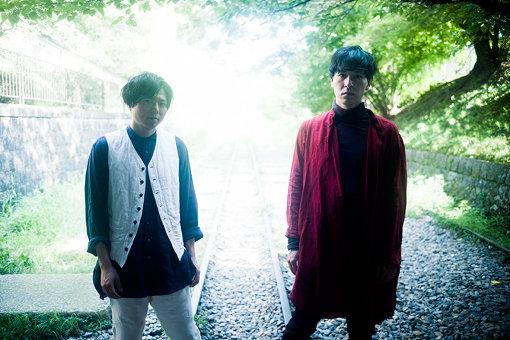 ROTH BART BARON(ろっと ばると ばろん)<br>三船雅也(Vo,Gt)、中原鉄也(Dr)による東京を拠点に活動している2人組フォークロックバンド。活動は日本国内のみならずUS・アジアにも及ぶ一方、独創的な活動内容と圧倒的なライブパフォーマンス、フォークロックをルーツとした音楽性で世代を超え多くの音楽ファンを魅了している。2020年5月30日、配信ライブ『ROTH BART BARON - Live at 月見ル君想フ -』を開催する。