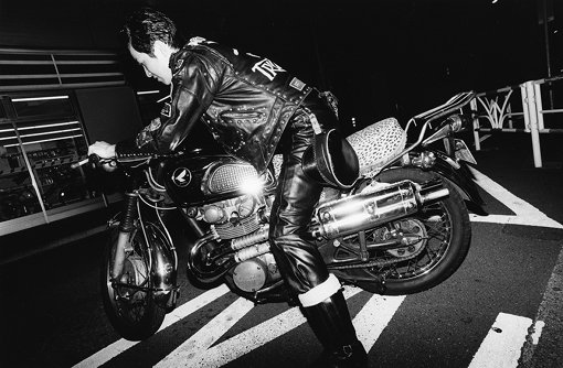 元田敬三『御意見無用』2016~2018年 ©Keizo Motoda, courtesy of MEM, Tokyo / 『ドレス・コード? ―着る人たちのゲーム』展
