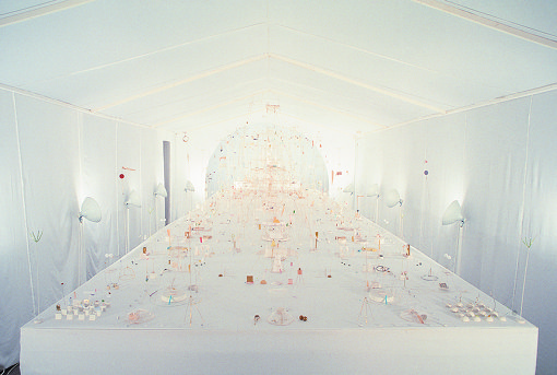 内藤礼『Apocalypse Palace』1986年、パルコ・スペース5 撮影:北川茂 / Courtesy of Taka Ishii Gallery ※卒業制作展の翌年、初めての個展風景