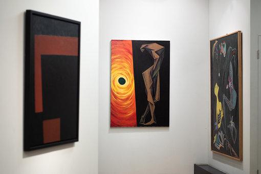 中央:作品『人・太陽』は今回JKに使用している『麦ふみ』と同時期に描かれた作品。『麦ふみ』と似たモチーフが描かれている