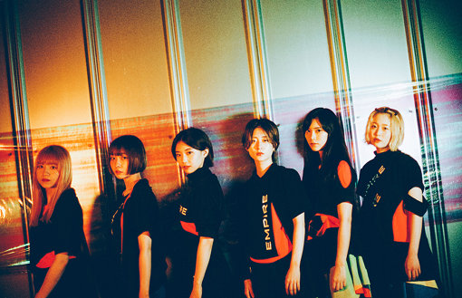 EMPiRE(えんぱいあ)<br>左から:MiDORiKO EMPiRE、NOW EMPiRE、MAHO EMPiRE、MiKiNA EMPiRE、YU-Ki EMPiRE、MAYU EMPiRE<br>WACK×avexによる共同プロジェクト。2018年4月1st フルアルバム『THE EMPiRE STRiKES START!!』にてデビュー。メンバーの脱加入を経て、2019年4月より現体制で活動を本格化。8月5日には、7曲入りEP『SUPER COOL EP』をリリース。
