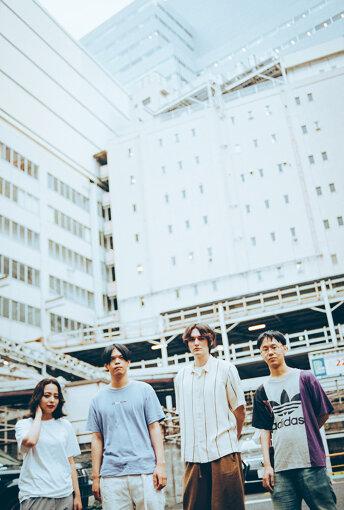 左から:Licaxxx、荘子it(Dos Monos)、MON/KU、服部峻
