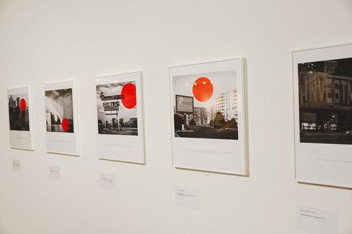 マックス・デ・エステバン『赤い印 (「20の赤信号」より)』、2017年、CGAC Collection, Santiago de Compostela