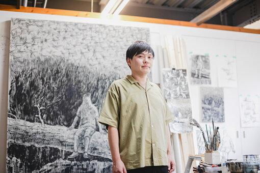 西太志<br>1983年、大阪府生まれ。2015年、京都市立芸術大学大学院 美術研究科修士課程 絵画専攻油画修了。静岡県在住。主な活動として、2020年『月の裏側をみる』FINCH ARTS(京都)、2018年『NIGHT SEA JOURNEY』GALLERY ZERO(大阪)個展や、2016年『シェル美術賞展2016』国立新美術館(東京)などがある。