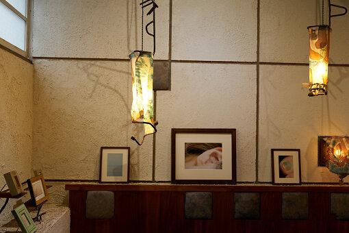 取材時、喫茶野ざらしの店内では、写真家コムラマイの展覧会が開催されていた