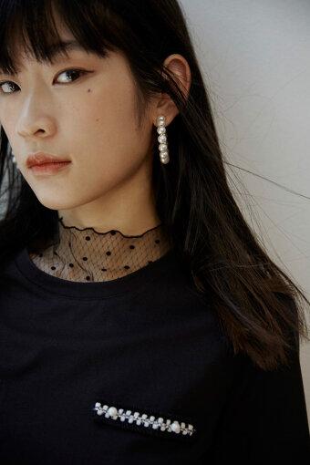 Lee Yoko(リー・ヨーコ)<br>中国・湖北省生まれ。2014年より東京に拠点を移す。東京藝術大学映像研究科を卒業後は、モデルのほか、ライター、映像ディレクターとしても活動する。