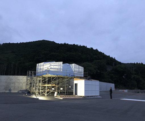 SIDE CORE『Museum of Wall Art』 / 宮城県石巻市にて津波被災によって建設された防潮堤の上に「壁に関するアート」の美術館を期間限定で作り出した