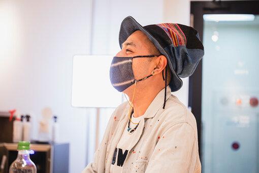 カンガルー鈴木(かんがるーすずき)<br>1977年生まれ。2005年フリーの作曲家としてデビュー、CM・TVなどの番組・広告音楽に携わって早15年。日テレ『ストレイトニュース』NHK『プレシャスブルーシリーズ』等。自由に音楽で遊ぶレーベル「ガルラボ!」を主催。