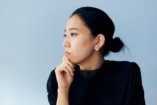 曽根千智(そね ちさと)<br>1991年生まれ、兵庫県出身。青年団演出部所属。無隣館3期演出部に所属し、演出、劇場制作、ドラマトゥルクとして活動している。2019年度、セゾン文化財団創造環境イノベーションプログラム採択。