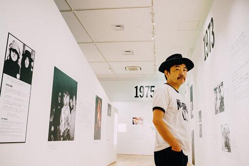 園子温(その しおん)<br>1961年、愛知県生まれ。1987年、『男の花道』でPFFグランプリを受賞。PFFスカラシップ作品『自転車吐息』(1990)は、ベルリン国際映画祭正式招待のほか、30以上の映画祭で上映された。他『愛のむきだし』(2008年)で第59回ベルリン国際映画祭フォーラム部門カリガリ賞・国際批評家連盟賞を受賞、『冷たい熱帯魚』(2011年)で第67回ヴェネチア国際映画祭オリゾンティ部門・第35回トロント国際映画祭ヴァンガード部門、『恋の罪』(2011年)で第64回カンヌ国際映画祭監督週間に正式招待される。『ヒミズ』(2012年)では、第68回ヴェネチア国際映画祭にて主演二人にマルチェロ・マストロヤンニ賞をもたらした。2019年10月、Netflixオリジナル映画『愛なき森で叫べ』が全世界190か国へ配信された。
