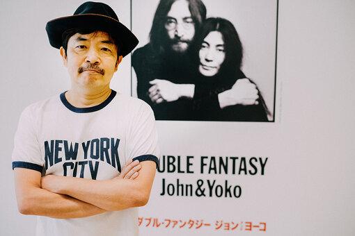 この日、園子温はジョン・レノンの着用でおなじみの「NEW YORK CITY」のTシャツを着て取材に臨んだ