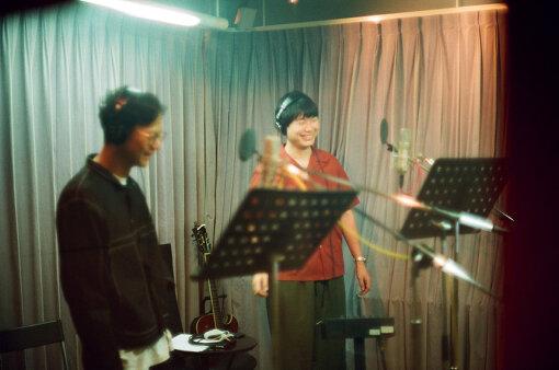 左から:奇妙礼太郎、リ・ファンデ / 撮影:Daisuke Murakami