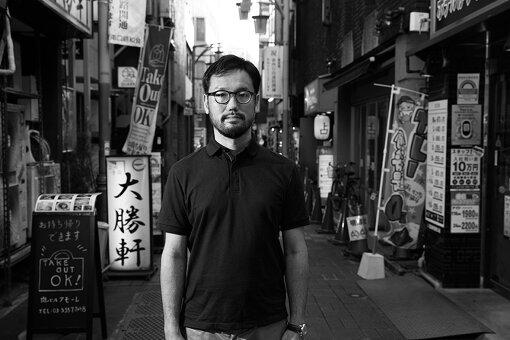 宮崎大祐(みやざき だいすけ)<br>1980年、神奈川県生まれ。早稲田大学政治経済学部卒業後、映画美学校を経て、黒沢清監督作品など商業映画の現場にフリーの助監督として参加しはじめる。長編第二作『大和(カリフォルニア)』はいくつもの国際映画祭で上映された。2019年にシンガポール国際映画祭とシンガポール・アートサイエンスミュージアムの共同製作である『TOURISM』を全国公開。最新作は大阪を舞台にしたデジタルスリラー『VIDEOPHOBIA』。