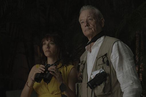 『オン・ザ・ロック』 ©2020 SCIC Intl Photo Courtesy of Apple<br>あらすじ:ニューヨークを舞台にしたコメディー作品。結婚生活に疑いを持つローラ(ラシダ・ジョーンズ)が稀代のプレイボーイである自分の父親フェリックス(ビル・マーレイ)と共に夫ディーン(マーロン・ウェイアンズ)を尾行することになり、2人はやがて自分たち父娘の関係についてある発見をすることになる。
