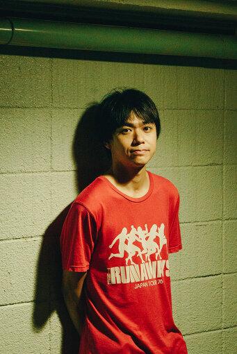 小山田壮平(おやまだ そうへい)<br>1984年、福岡県飯塚市で生まれる。2007年、andymoriを結成。2014年10月解散。ALのギターボーカル。自主制作音盤『2018』を自身の弾き語りツアーにて会場販売。2016年より自身のソロ弾き語り全国ツアー等も精力的に行なっている。2020年8月、1stソロアルバム『THE TRAVELING LIFE』を発表した。