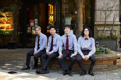 PULPS(ぱるぷす)<br>左から:地本航(Dr)、大石悠人(Ba)、田井彰(Vo,Gt)、あんちゃん(Gt)<br>全員1994年生まれ、小学校の同級生4人により大阪府八尾市で結成。南蛮キャメロとして関西を拠点に活動し、『ツタロックフェス2020』『battle de egg2020』のオーディションで連続優勝。2020年8月にPULPSに改名し、同年10月に初の全国流通作『the the the』をリリースする。