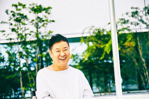 柏井万作(かしわい まんさく)<br>1981年、東京都生まれ。2006年に取締役として株式会社CINRA立ち上げに参加。創業時から現在までカルチャーメディア『CINRA.NET』の編集長・責任者としてサイトの運営を行いながら、イベントプロデューサーとして入場無料の音楽イベント『exPoP!!!!!』、カルチャーフェス『NEWTOWN』、音楽フェス『CROSSING CARNIVAL』などの立ち上げ&運営責任者を務める。