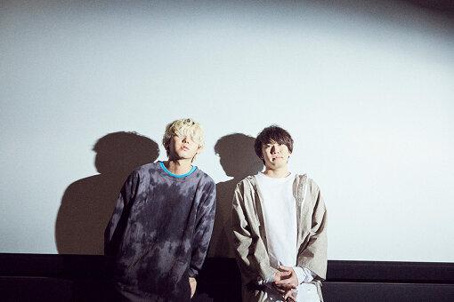 左から:秋山黄色、佐藤寛太
