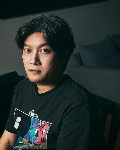 谷健二(たに けんじ)<br>2013年『リュウセイ』で長編デビュー。2本目となる『U-31』は、『沖縄国際映画祭』でワールドプレミア上映された。2018年公開の『一人の息子』は高崎映画祭で上映されたのち、渋谷ユーロスペースで異例の1か月間のレイトショー上映。映画製作以外の代表作は、ドラマ『メンドル学園①②』(TOKYO MX)、テレビCM「アサヒ緑健」「引越革命」、舞台『VOTE』、PV『ベリカ2号機(欅坂46 渡辺梨加 個人PV)』、書籍『cinefil BOOK(編集長)』などがある。