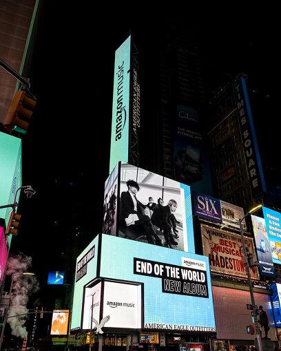 今年11月27日から1週間、ニューヨーク タイムズスクエアに設置された、Amazon MusicによるEnd of the Worldの街頭広告