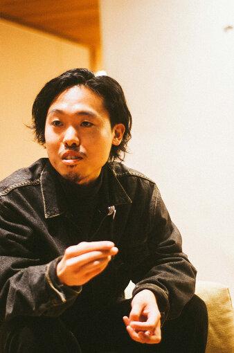石若駿(いしわか しゅん)<br>打楽器奏者。1992年北海道生まれ。東京藝術大学音楽学部附属音楽高等学校打楽器専攻を経て、同大学を卒業。リーダープロジェクトとして、Answer to Remember、CLNUP4、SMTK、Songbook Trioを率いる傍ら、くるり、CRCK/LCKS、Kid Fresino、君島大空、millennium Paradeなど数多くのライブ、作品に参加。