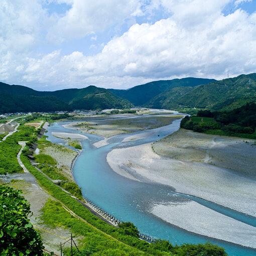 島田市内を流れる大井川