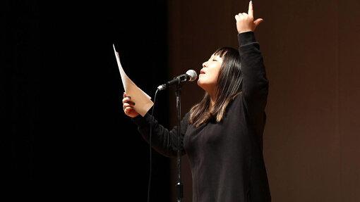 『ポエトリースラムジャパン2017秋』でリーディングする三木悠莉