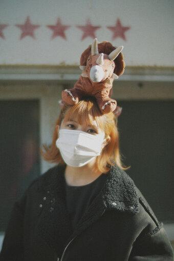 ラブリーサマーちゃん<br>1995年生まれ、東京都在住の25歳女子。2013年夏より自宅での音楽制作を開始し、インターネット上に音源を公開。SoundCloudやTwitterなどで話題を呼んだ。2020年9月には待望の3rdアルバム『THE THIRD SUMMER OF LOVE』を発売。可愛くてかっこいいピチピチロックギャル。