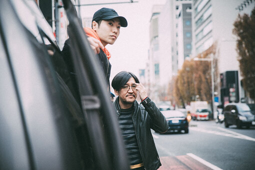 左から:Ryohu、冨田恵一