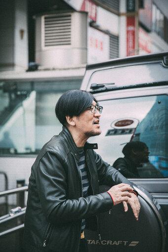 """冨田ラボ(トミタラボ)<br>音楽家、音楽プロデューサー。冨田ラボとして今までに6枚のアルバムを発表、最新作は2018年発売の『M-P-C """"Mentality, Physicality, Computer""""』。音楽プロデューサーとしても、数多くのアーティストにそれぞれの新境地となるような楽曲を提供。音楽ファンに圧倒的な支持を得るポップス界のマエストロ。"""