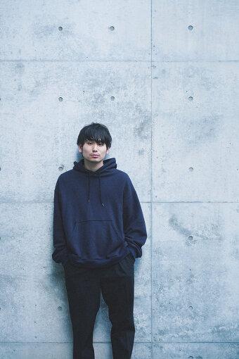 """内山拓也(うちやま たくや)<br />1992年5月30日生まれ。新潟県出身。高校卒業後、文化服装学院に入学。在学当時から映像の現場でスタイリストとして携わるが、経験過程で映画に没頭し、学院卒業後スタイリスト業を辞する。23歳で初監督作『ヴァニタス』を制作。同作品で初の長編にして『PFFアワード2016観客賞』を受賞。長編映画『佐々木、イン、マイマイン』を監督。"""" class=""""zoom""""/><br /><span class="""