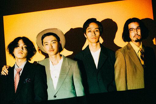 yonawo(よなを)<br>左から:田中慧(Ba)、荒谷翔大(Vo)、野元喬文(Dr)、斉藤雄哉(Gt)<br>福岡で結成された新世代ネオ・ソウル・バンド。2018年に自主制作した2枚のEP『ijo』『SHRIMP』はCDパッケージが入荷即完売。地元のカレッジチャートにもランクインし、早耳リスナーの間で謎の新アーティストとして話題に。2020年11月11日(水)には、待望の1st フルアルバム『明日は当然来ないでしょ』をリリース。