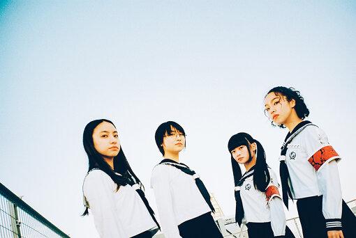 新しい学校のリーダーズ(あたらしいがっこうのりーだーず)<br>「歌い踊るセーラー服、青春日本代表。」と称し、現代社会を強く、楽しく生きるべく、社会に怒られないレベルで個性や自由を表現し【はみ出していく】それが新しい学校のリーダーズ。ライブや音楽、ダンス、前衛的動画など378度くらいの全方位で、もっと自由にもっと個性を出していける社会になる事を望み、ざわつきを生み出し続ける四人組。楽曲の振付、および演出などは全てメンバー自身が考案・構成している。2021年1月に「ATARASHII GAKKO!」として、アジアのカルチャーを世界に向けて発信するメディアプラットフォーム・88risingから、シングル『NAINAINAI』で世界デビュー。