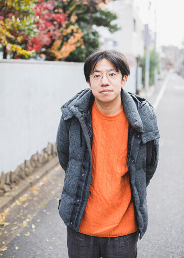 入江陽(いりえ よう)<br>1987年、東京都新宿区生まれ。現在は千葉市在住。シンガーソングライター、映画音楽家、文筆家、プロデューサー、他。今泉力哉監督『街の上で』(2021年春公開予定)では音楽を担当。『装苑』で「はいしん狂日記」、『ミュージック・マガジン』で「ふたりのプレイリスト」という連載を持つ。