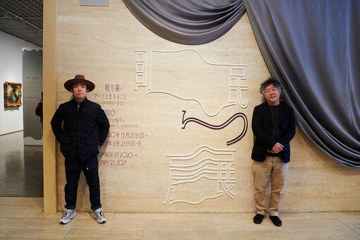左から:<br>GOMA(ごま)<br>オーストラリア先住民族アボリジニーの伝統楽器ディジュリドゥの奏者・画家。2009年、交通事故に遭い「外傷性脳損傷による高次脳機能障害」と診断され活動を休止。事故後間もなく描き始めた点描画が評判となり、全国各地で展覧会を開催。2011年には再起不能と言われた音楽活動も苦難を乗り越え再開した。現在は音楽、絵画、講演会と多岐に渡り活動中。<br><br>茂木健一郎(もぎ けんいちろう)<br>1962年東京都生まれ。脳科学者。ソニーコンピュータサイエンス研究所シニアリサーチャー。東京大学大学院物理学専攻課程を修了、理学博士。〈クオリア〉をキーワードとして、脳と心の関係を探究している。著書に『脳と仮想』『東京藝大物語』『クオリアと人工意識』など。『IKIGAI―日本人だけの長く幸せな人生を送る秘訣―』は、著者が英語で執筆した最初の書籍となる。