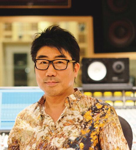 亀田誠治(かめだ せいじ)<br>1964年生まれ。音楽プロデューサー・ベーシスト。これまでに椎名林檎、平井堅、スピッツ、GLAY、いきものがかり、JUJU、エレファントカシマシ、大原櫻子、GLIM SPANKY、山本彩、石川さゆり、東京スカパラダイスオーケストラ、MISIAなど数多くのプロデュース、アレンジを手がける。2004年に椎名林檎らと東京事変を結成。2019年より自ら実行委員長を務める日比谷音楽祭を開催。同年、世界に挑む若手音楽家とアスリートや彼らを支え育成に努めるコーチ、その発展・改革に挑むリーダーに贈られる「第2回服部真二賞」を受賞。